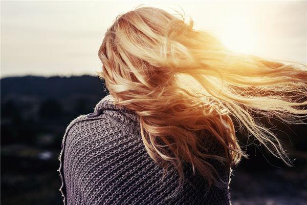 O significado e o símbolo do sonho do cabelo